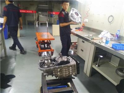 宝马X1变速箱维修
