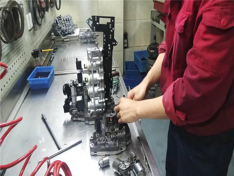 骐达变速箱维修-自动变速箱精修-无尘车间