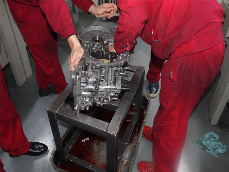 重庆自动挡变速箱修理当面拆解